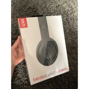 Studio beats 3 wireless - matte black [sealed/brand new] for Sale in Lombard, IL
