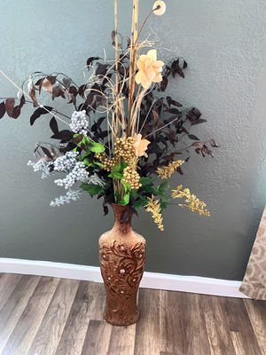 Decorative Vase w/Sticks and flower decor for Sale in St. Petersburg, FL