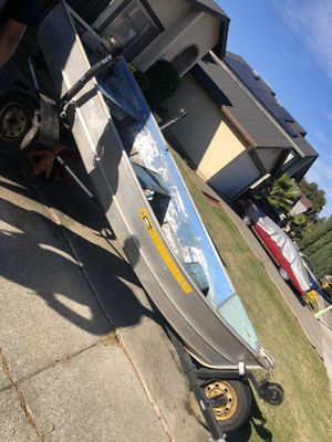12 foot aluminum boat with trailer, comes with trolling motor for Sale in Sacramento, CA