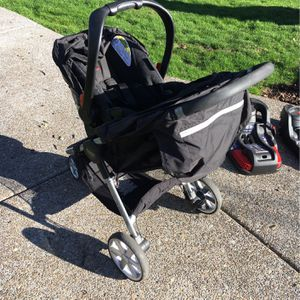 Britax B-Safe 35 Infant Car Seat, 2 Bases And Stroller for Sale in Aloha, OR