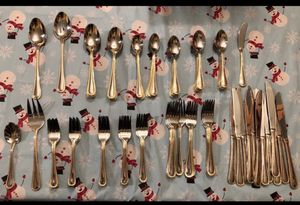 101 pc cooks Gold outlined silverware for Sale in S HARRISN Township, NJ