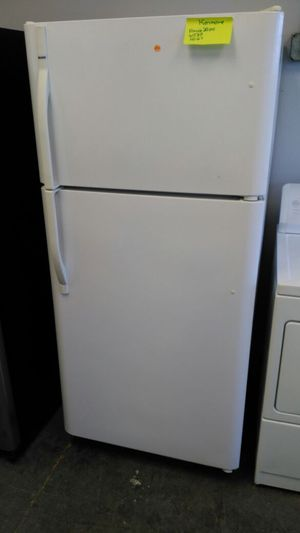 Kenmore refrigerator (white) for Sale in Cleveland, OH