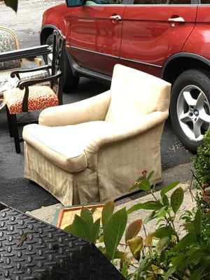 Yellow chair for Sale in Atlanta, GA