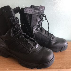 size 9 bates work boots brand new for Sale in Hialeah, FL