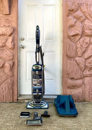 """Shark Rotator Professional """"XL - Lift Away"""" Vacuum Cleaner w/ attachments for Sale in El Cajon, CA"""