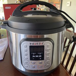 INSTANT POT - 8 QT for Sale in Walnut, CA