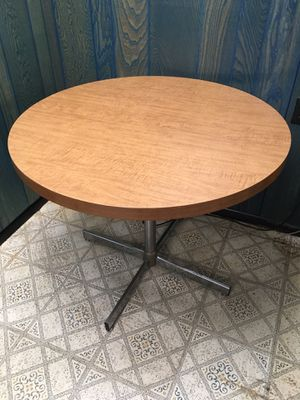 Small Round Formica Table for Sale in Secaucus, NJ
