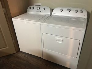 Clean Whirlpool washer and GAS dryer for Sale in Lansing, IL