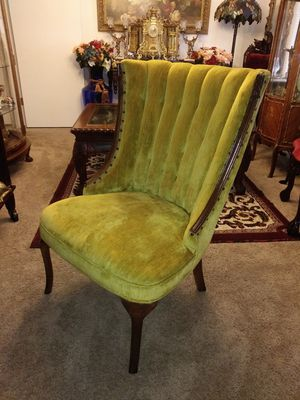 Beautiful vintage gold/yellow nailhead accent chair (1) for Sale in Denver, CO