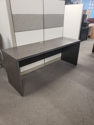 Single shell desk for Sale in Tampa, FL