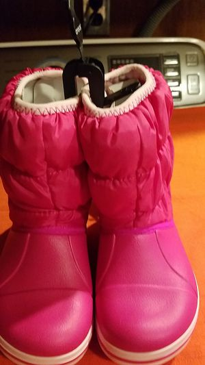 Kids snow boots size 8 for Sale in North Providence, RI