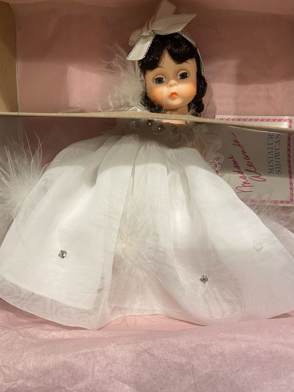 "Madame Alexander 8"" Snow White Doll in box"