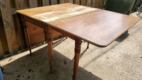 Mahogany wood dining room table