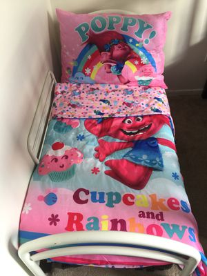 Toddler bed with mattress and bedding set for Sale in Manassas, VA