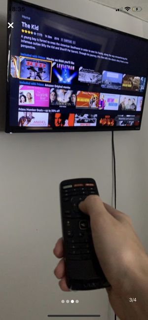 """Vizio-32""""-smart tv- 1080p-with adjustable wall mount for Sale in Traverse City, MI"""