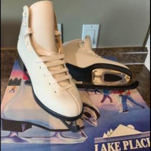 Ice skates for Sale in Westport, MA