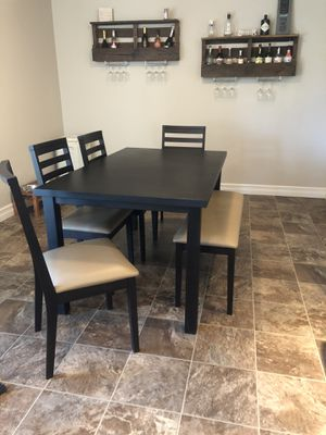 Dinning // kitchen table with bench and chairs for Sale in Oregon City, OR