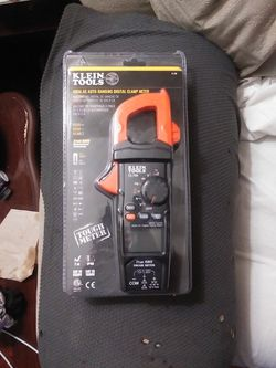 Klein Tools 600 AC Auto-Ranging Digital Clamp Meter. CL700 Brand New for Sale in Cleveland,  OH