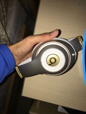 Beats Studio Wireless Headphones (Bluetooth) for Sale in Cleveland, OH