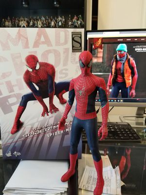 Hot Toys The Amazing Spider-Man 2 MMS244 1/6 scale for Sale in San Francisco, CA