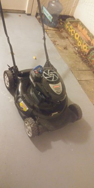 Craftsman gas powered lawn mower in great condition for Sale in Cotati, CA