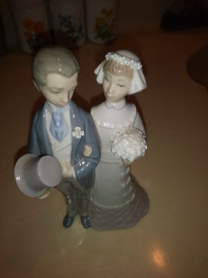 Lladro porcelain figurin. for Sale in Chino, CA