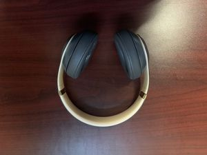 Beats studio 3 shadow grey wireless over the ear headphones for Sale in Dearborn, MI