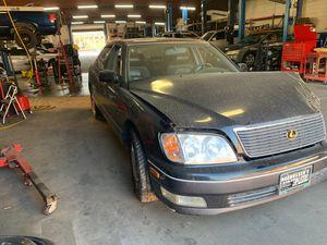 1998 Lexus LS 400 V8 parts car for Sale in Fresno, CA