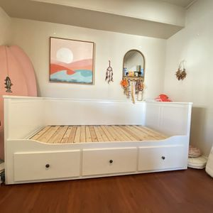 White three drawer IKEA day bed for Sale in Huntington Beach, CA