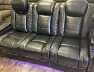 .. Party Time Midnigth Power Reclining Living Room Set Sofa And Loveseat for Sale in Austin,  TX