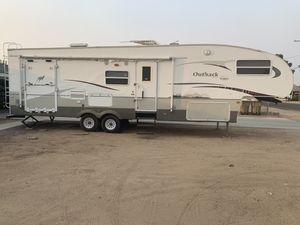 Keystone Outback Fifth Wheel Trailer for Sale in Hesperia, CA