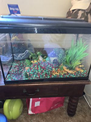 10 gallon aquarium and :filter, heater ,food ,gravel ,quick start filter cartridge and more for Sale in Pasadena, CA