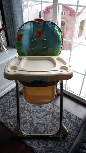 Highchair( seat cover is torn) for Sale in Leesburg, VA