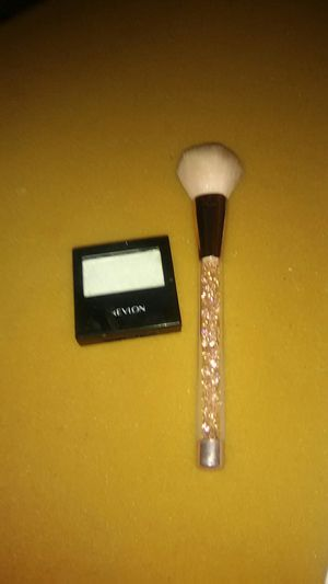 Makeup and brush for Sale in Bedford, VA