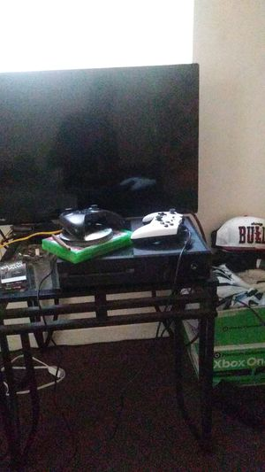 I got this xbox one for sale 150 for it for Sale in Columbus, OH