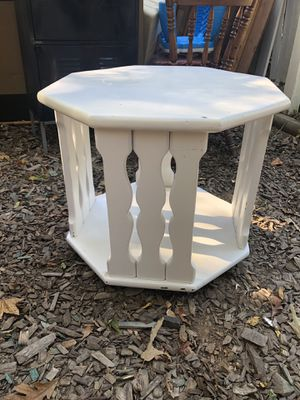 White octagon table that swivels for Sale in Alexandria, VA