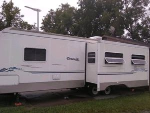 Travel trailer, cougar by keystone 2006 for Sale in Saint Joseph, MO
