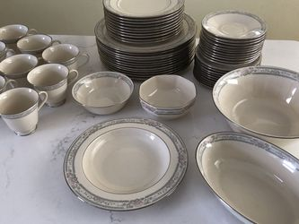 Lenox China Charleston Cosmopolitan Collection 57 Pc Dinner Set (9 PLACE SETTINGS) for Sale in Denver,  CO