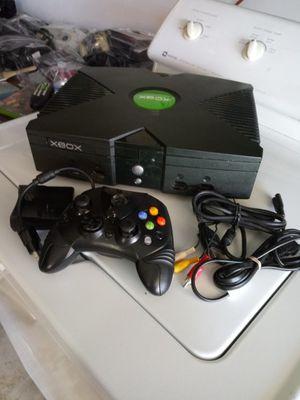 Xbox con 2,000 juegos clasicos precio 100$ for Sale in Bakersfield, CA