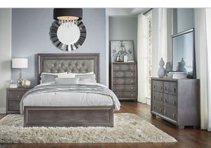 Queen bed and dresser for Sale in Bellview, FL