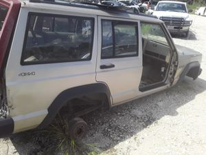 Parting out 96 Jeep Cherokee 4 by 4 running gear gone except for rear axle 355 ratio for Sale in Houston, TX