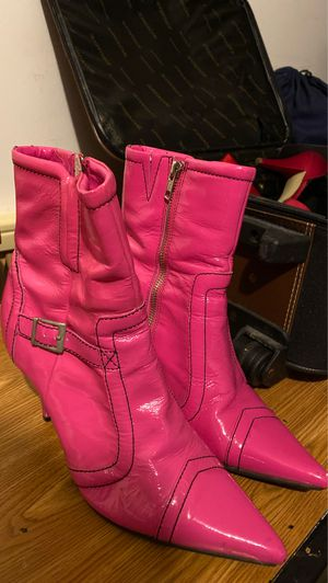 Hot pink women's boots zip up BRAND NEW MAKE ME AN OFFER for Sale in Roselle, IL