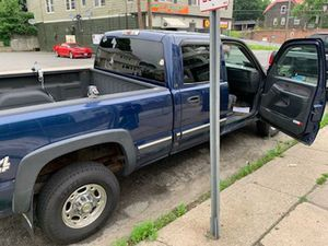 2002 chevy silverado 2500 hd. With 138000 miles no check engine light. 6500 with plow.6.0 motor for Sale in Waterbury, CT