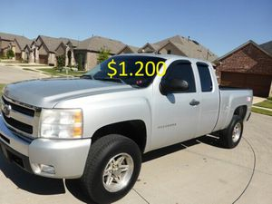 $12OO>URGENT For sale>2011 Chevrolet Silverado Runs and drives perfect Clean title!! for Sale in San Diego, CA