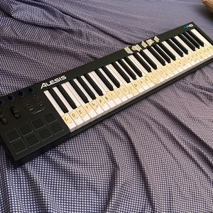 Alesia Keyboard V49 for Sale in Brooklyn, NY