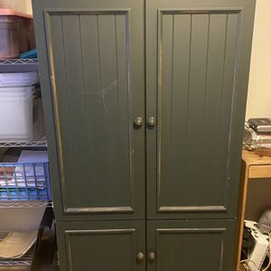 Wooden Tv Entertainment Center Cabinet for Sale in Orting, WA