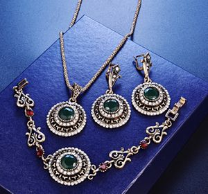 Turkish Green Crystal Wedding Jewelry Set!!💎💎 for Sale in Las Vegas, NV
