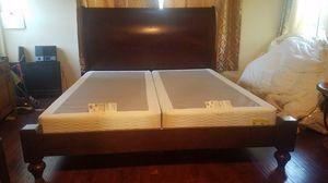 Hermosa cama king size; de madera solida. En muy Buenas condiciones. for Sale in South Gate, CA