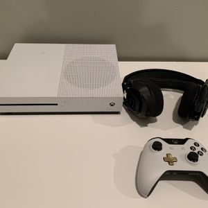 Xbox One, Controller, Headsets Etc. for Sale in Gladwyne, PA