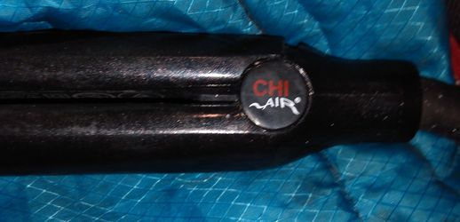 CHI AIR Titanium Hairstyling Iron Straightener 1-Inch Onyx Black Thermal for Sale in Tacoma,  WA